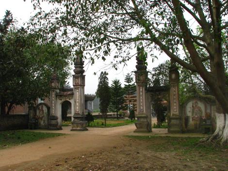 cổng đền lăng xương